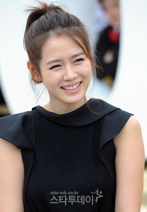 Ye-jin Son Nude Photos 17