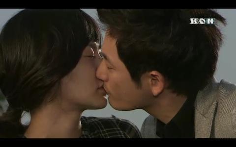 Картинки по запросу Bae Doo Na kisses